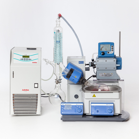 RV 10 with Vacuustand pump and chiller