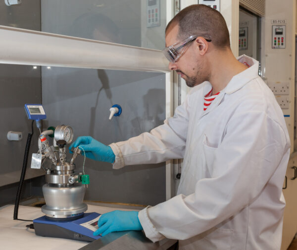 Andrew Nottcliffe of Nottingham University using PressureSyn reactor with Asynt
