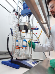 Asynt DrySyn Vortex overhead stirrer system with Polymer Mimetics PR114
